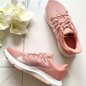 Nike | Quest 2 Runner W6